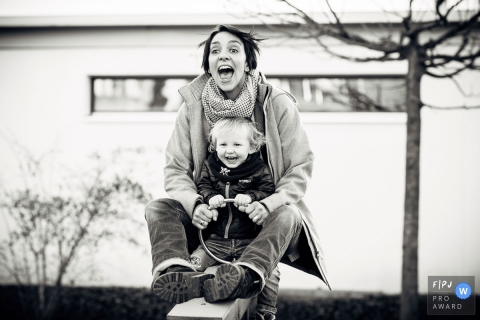 Andreas Feusi is a family photographer from Zug