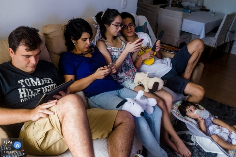 Thiago Gimenes is a family photographer from São Paulo