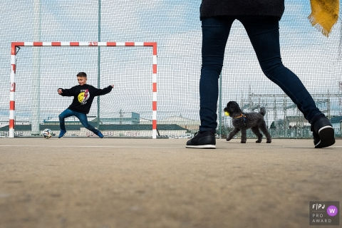 A family and their dog plays soccer in this documentary-style family photo captured by an Antwerpen photographer.