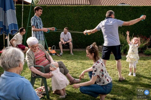 A large family spends the day playing games outside in this photo recorded by a Nantes award-winning, documentary-style family photographer.