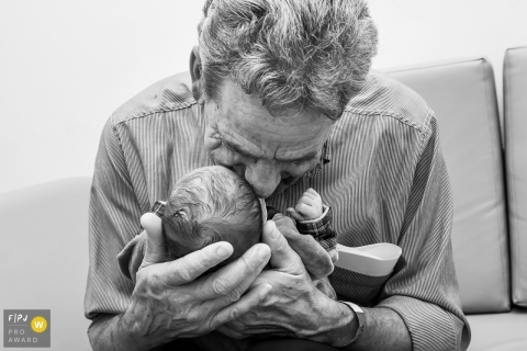 Rio Grande do Sul hospital photojournalist captured this black and white photo of a grandfather meeting a newborn for the first time