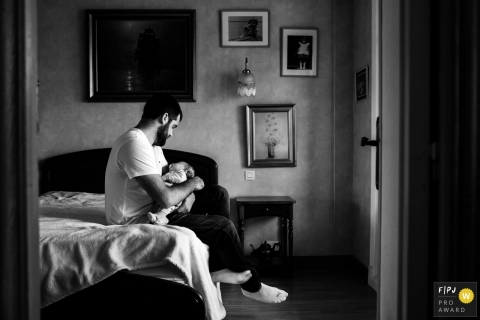 Landes Family Photography in the home with newborn baby | Nouvelle-Aquitaine rocking daddy