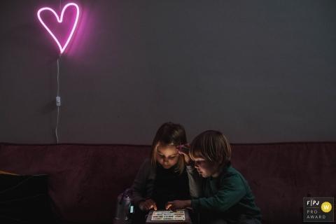 Séance photo de famille d'Anvers en Flandre - L'amour entre frères et soeurs
