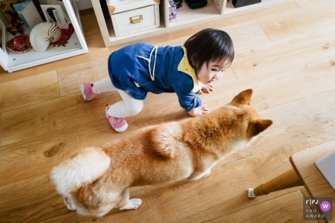 Zhejiang Child and Pet Photographer | Little girl races with the dog