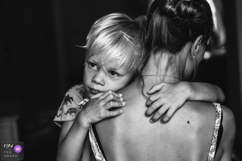 Just a loving hug between a mom and her son | Antwerpen Family Photography