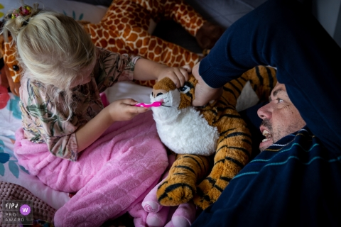 Drenthe Netherlands Family Photos | Playing with Dad, the tiger needs his teeth brushed