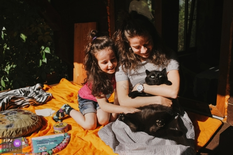 A summer day with girls and a cat | Russia family and pet photography