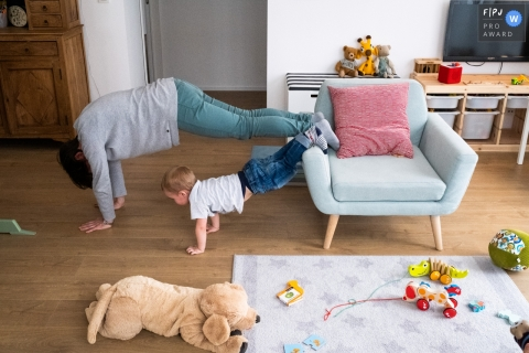 Antwerpen Flanders family exercise session at home with push-ups