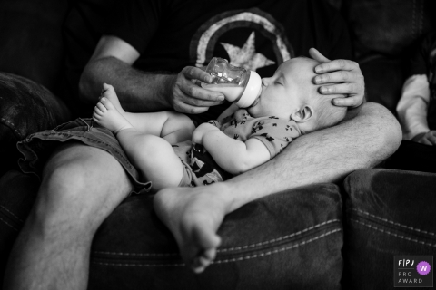 Washington state father feeds baby bottles in his lap
