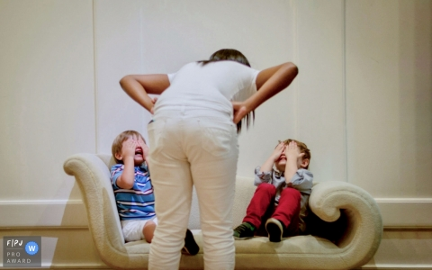 Two young boys look to be in some trouble as mom gives them a talking | Minas Gerais Family Photographer