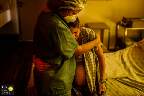 SÃO LUIZ ITAIM birth photo of mom being comforted during labor