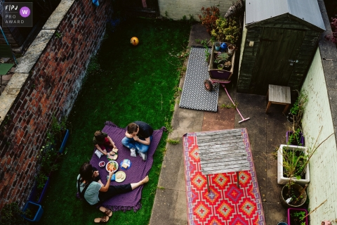 Greater Manchester Family Photo | family picnic in the garden