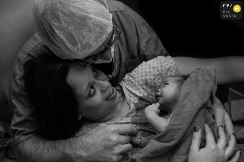 Maternidade Sao Luiz hospital natural birth photo during the first Meeting of the Parents