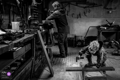 Flevoland Day in the Life Session of documentary family photography from the wood shop and building things Just like dad