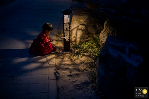Day in the Life Zhejiang documentary family photography session at night with a Girl and street lamp