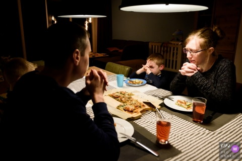 Day in the Life photography session at home inZuid Holland of a family Praying before their meal
