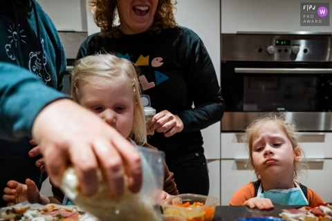 Day in the Life photography session at home inNL with a girl Making her own pizza