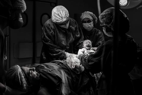 Valeria Tavares is a family photographer from Rio de Janeiro