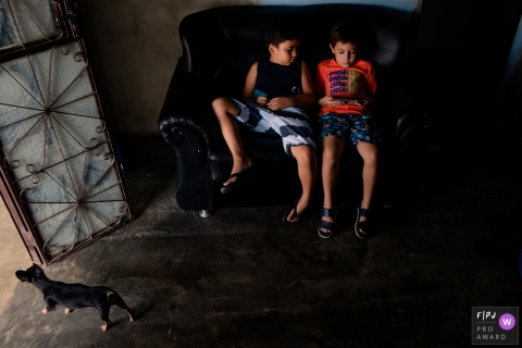 Moment-driven Roraima family photography capturing brothers sitting on the couch together