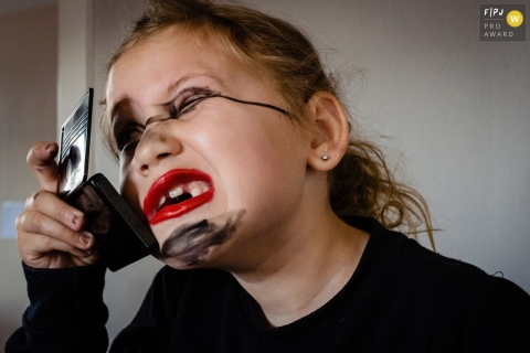 Moment-driven Netherlands family photography of a girl that got herself into a makeup kit