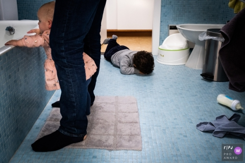 Moment-driven Belgium family photography of a boy possibly having a meltdown in the bathroom