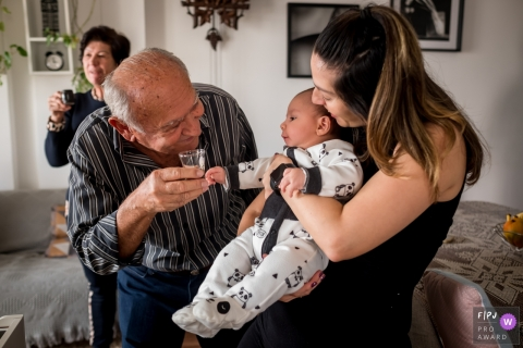 Sao Paulo grandparent all happy while offering an inappropriate drink for the baby during this family photography session