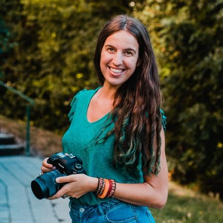 Portrait of Montpellier family photographer Jennifer Voisin, of France