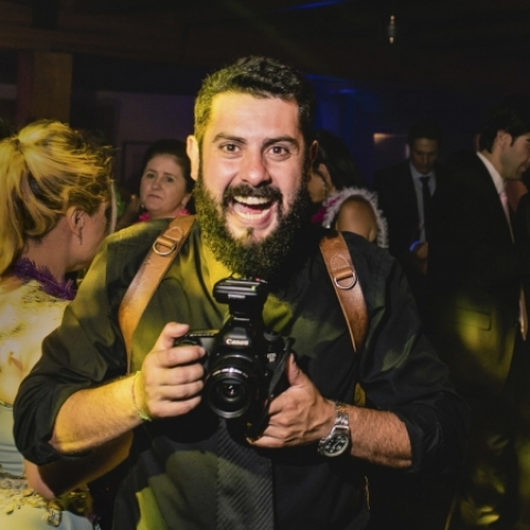 Portrait of family photographer Alexandre Tessler of Porto Alegre