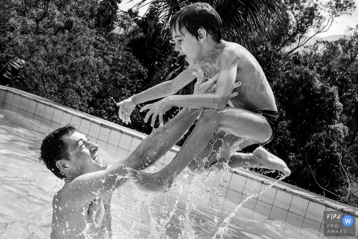 Claudia Ruiz is a family photographer from Rio de Janeiro
