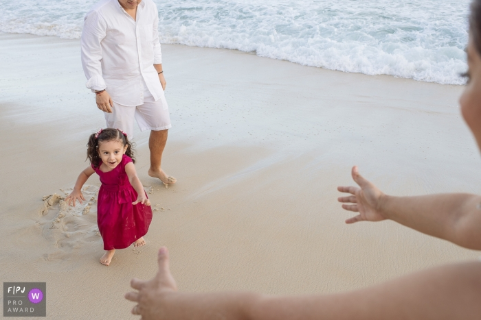 A little girl runs toward her mother on a beach in this FPJA award-winning picture by a Rio de Janeiro, Brazil family photographer.
