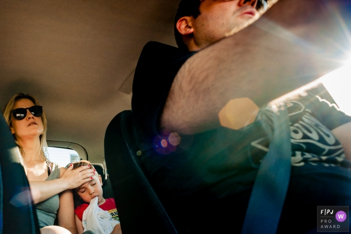 A mother sits in the back seat with her daughter as her husband drives in this documentary-style family photo captured by a Rio Grande do Sul, Brazil photographer.