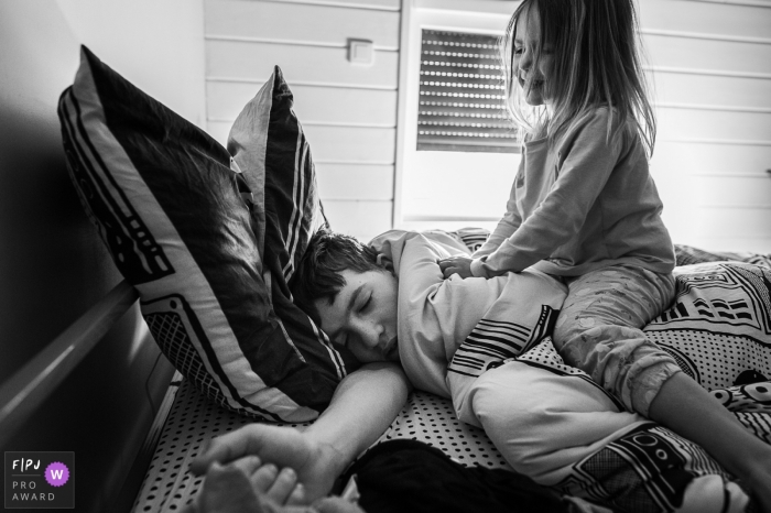Auvergne-Rhone-Alpes Family Photography - Hard awakening for a Savoie teenager - Little sister love!
