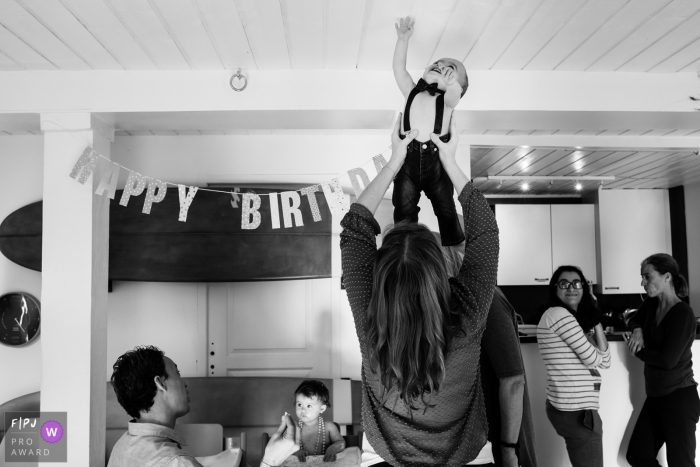 Nouvelle-Aquitaine happy birthday party for the twins - Landes in-home documentary style family photography session.