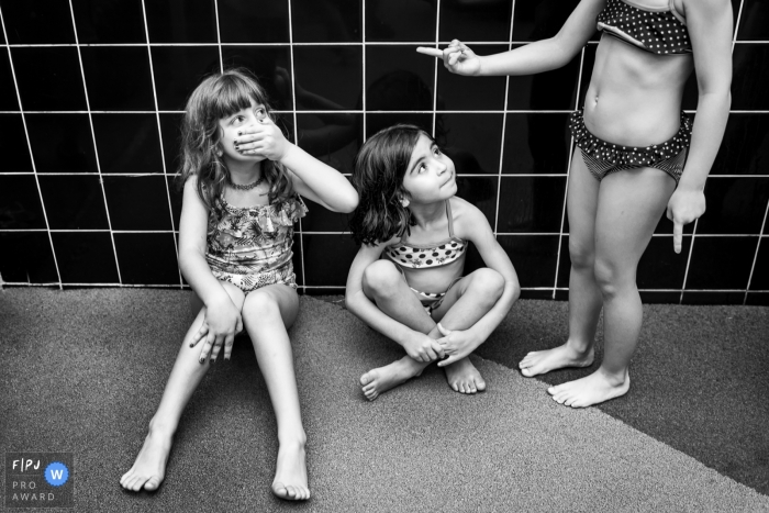 Rio de Janeiro hose shower at Brazil birthday party - Photography of kids at home