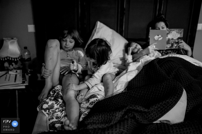 Denmark mom reads a Good night story to the kids...family photography