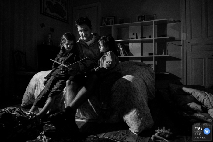 Father reads his children an evening story | Paris Family Photographer