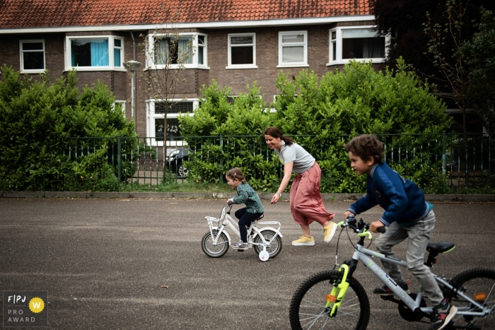 Eindhoven and Noord Brabant family photographer: bicycle race, photo finish?