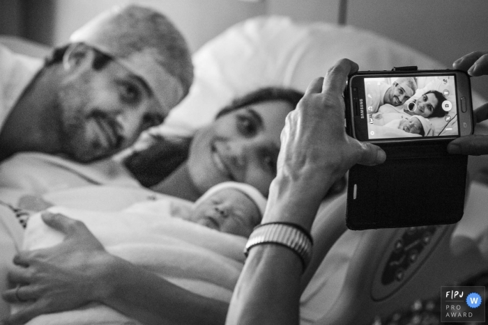 Brazil Hospital Birthing Pro Photographer: When the phone turns into a camera and the joy of the new child's arrival translates into the screen.