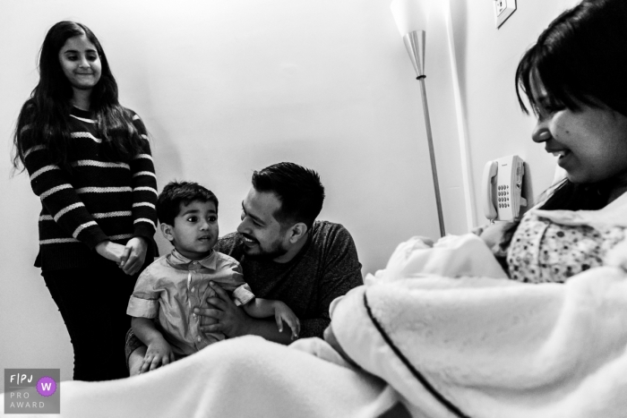 Siblings come to see the newborn baby at the hospital | Miranda Family and Birth Photographer