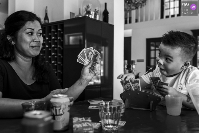 Mom and son challenge themselves to a game of Uno | Noord Holland Family Session