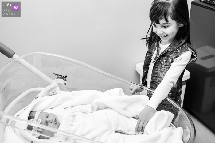 The first meeting of the sisters after the birth of a little girl | Rio de Janeiro birth and family photos