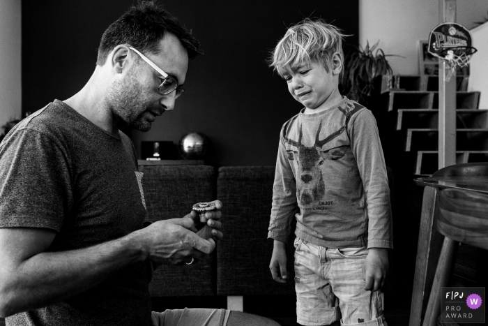 East Flanders dad is working with his upset son - day in the life