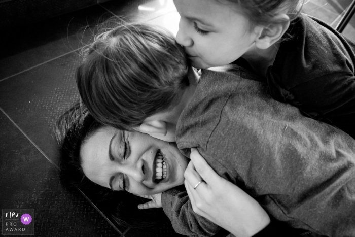 Nantes Loire-Atlantique kisses between mum and children