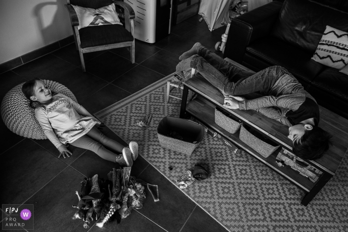 Savoie photo showing 2 children lying around in the living room