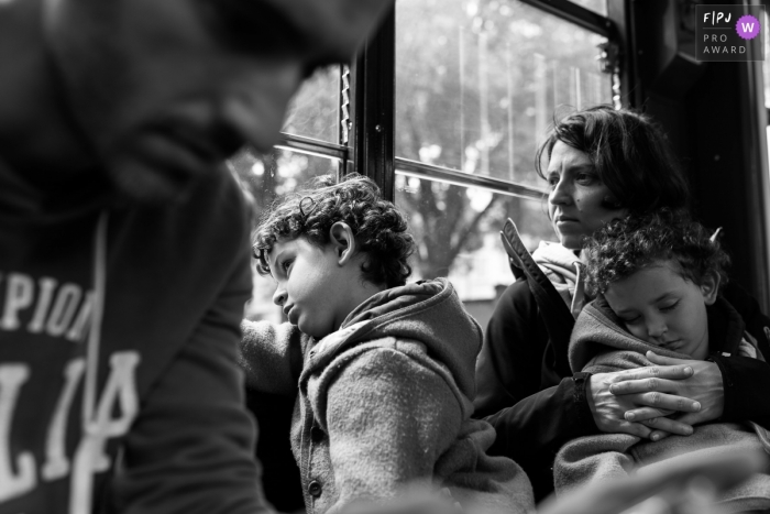 A family of 4 is traveling back home after a day of adventures   Italy family day-trip photography