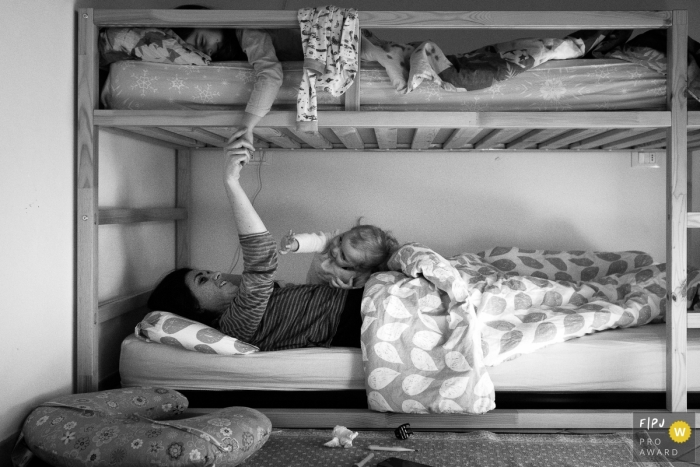 The morning ritual when mom comes in to wake her kids up. | Italy day in the life family photography
