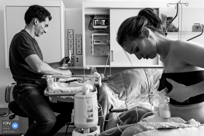 Joe can't drink from his mom's breasts. He needs tube feeding. That's why mom is pumping. This family can stay toghether in a familyroom in the hospital until the parents can bring their premature baby home | Netherlands Family Birth photography