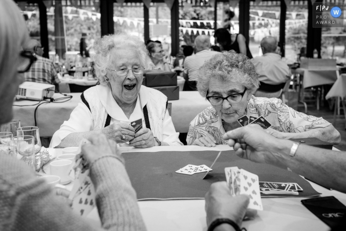 Some elderly women play cards | Nantes Family Photographer
