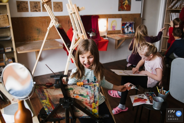 Kids enjoying some time in art class at school | Russia family and school photographer
