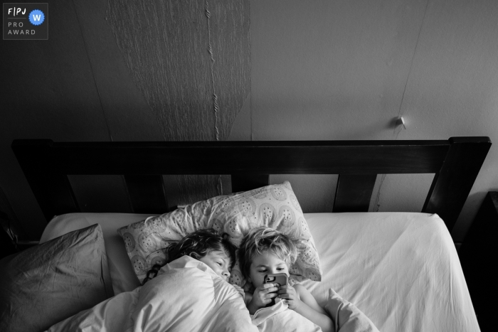 Berlin Family Session | Sneaking onto the phone in the morning.